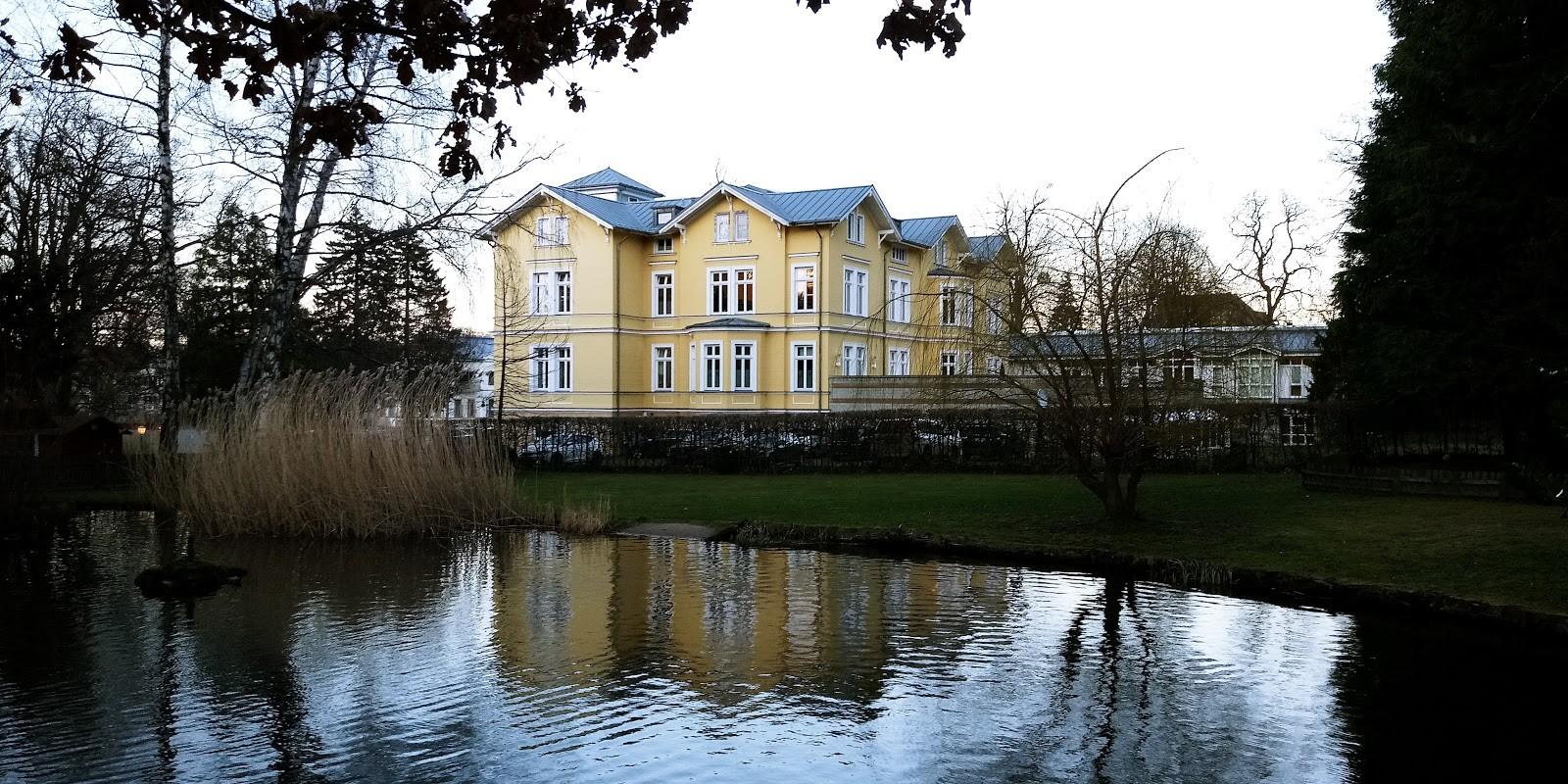 Stadtbücherei Bad Harzburg. Adolescence et bibliothèque